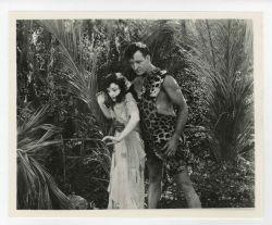 "Photographie de Gene Pollar, extraite du film ""The Revenge of Tarzan"" Producteur: Great Western Producing Company"
