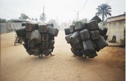 Twin Airbags, photographie de Romuald Hazoumé (2004)