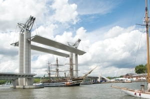 Pont Gustave Flaubert à Rouen créé par l'architecte Aymeric Zublena en 2007