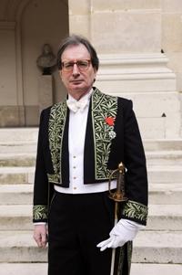 Jean-Luc Marion devant la Coupole de l'Institut de France, le 21 janvier 2010