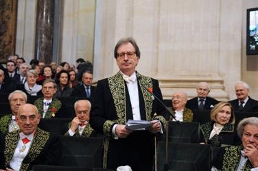 Jean-Luc Marion faisant l'éloge de son prédécesseur, le cardinal Jean-Marie Lustiger