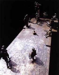 Sculpture de Jean Cardot, Time square,  1970-1971, 118 x 330 x 165 cm, Bronze, cire perdue