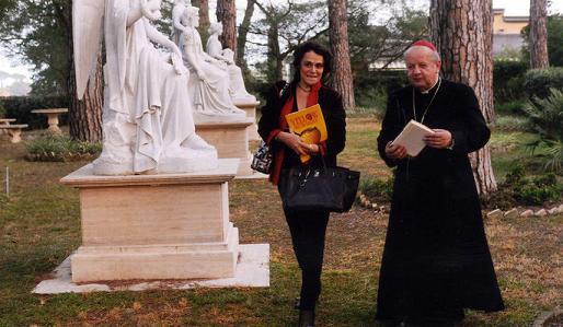 Caroline Pigozzi et le cardinal polonais Dziwisz, confident de Jean-Paul II