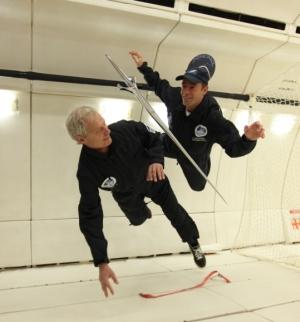 Jacques Rougerie et son épée d'académicien, vol parabolique pour la recherche en apesanteur, 23 février, 2010, vol de l'avion OG de l'Agence Spatiale Européenne