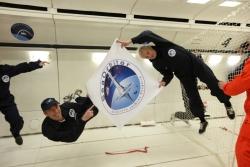 Jacques Rougerie avec le dessin de SeaOrbiter, vol parabolique pour la recherche en apesanteur, 23 février, 2010, vol de l'avion OG de l'Agence Spatiale Européenne