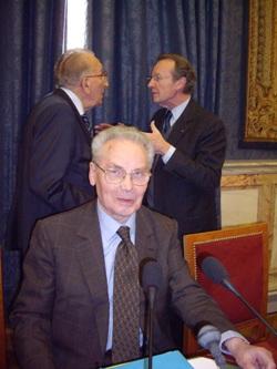 Philippe Sellier avec en arrière-plan Yvon Gattaz et Michel Pébereau