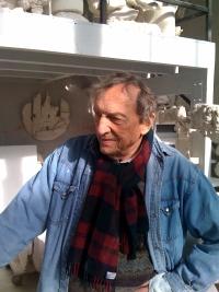 Le sculpteur Gérard Lanvin dans son atelier, novembre 2009