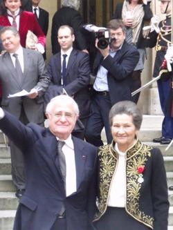 Antoine et Simone Veil à la sortie de la cérémonie sous la Coupole