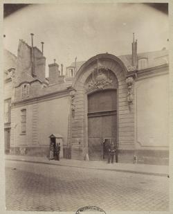 Eugène Atget, 1903  Prison du cherche-Midi  épreuve sur papier albuminé, 21,6x17,1 cm Paris, École nationale supérieure des beaux-arts (ENSBA)