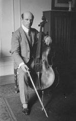 Pablo casals, violoncelliste, chef d'orchestre et compositeur catalan