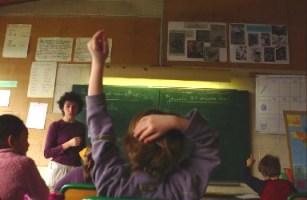 Lucien Israël insiste sur l'importance de l'enseignement dans les petites classes