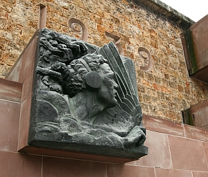 """Haut-relief de Claude Grange, """"Forces aériennes françaises libres, Mémorial du Mont Valérien, 9 juin 2010"""