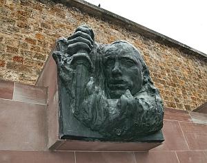 "Haut-relief de Raymond Martin, ""Bir-Hakeïm"", Mémorial du Mont valérien, 9 juin 2010"