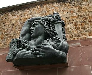 Haut-relief d'Alfred Jannniot, Mémorial du Mont Valérien, 9 juin 2010