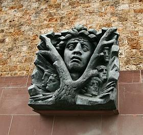 "Haut-relief de Raymond Corbin, ""Maquis"", mémorial du Mont Valérien, 9 juin 2010"