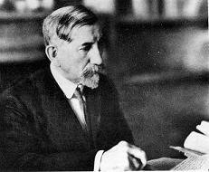 Charles Maurras à son bureau