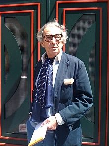 Guy de Rougemont, de l'Académie des beaux-arts, devant son atelier, 19 mai 2010