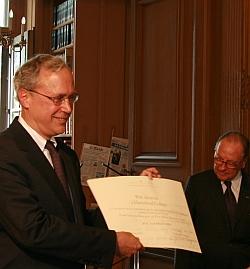 Stephen G. Emerson, recçoit un prix de la Fondation Cino del Duca, 8 juin 2010, Bibliothèque de l'Institut de France