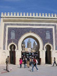 La porte de Bab Bou Jeloud, à Fès (Maroc)