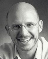 Stanislas Dehaene est chercheur en psychologie cognitive au laboratoire d'Orsay à Paris. Il est membre de l'Académie des sciences depuis 2005.