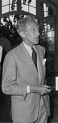 Jean Cocteau (1889 - 1963), est un poète français, artiste aux multiples talents, graphiste, dessinateur, auteur de théâtre, mais aussi cinéaste