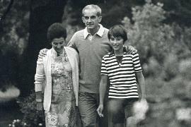 Alain Peyrefitte entouré de son épouse et de son fils Benoit