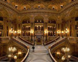 Le fameux grand escalier de l'opéra Garnier