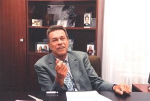 Pierre-Gilles de Gennes à son bureau de l'ESPCI