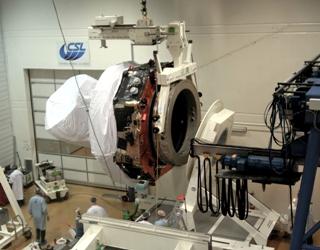 Assemblage du satellite Planck