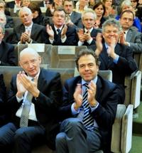 Au premier rang à droite le ministre Luc Chatel et à ses côtés le sénateur Jacques Legendre © Brigitte Eymann \/ Institut de France