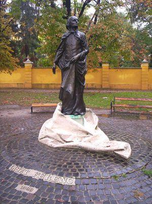 Statue de Franz Liszt en costume d'abbé à Kalocsa