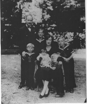 André François-Poncet et sa famille: départ pour Berlin (1931). Photo parue dans Paris-Match
