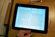 Un livre sur un tablette numérique