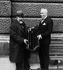 Maurice Denis recevant son épée d'Académicien des mains de Paul Jamot (1932)