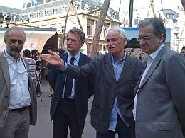 """Denis Loyer, Hervé Gaymard, Yann Arthus-Bertrand et Jean-Charles Naouri, P-DG du groupe Casino, """"Des forêts et des hommes"""", 25 juin 2011"""
