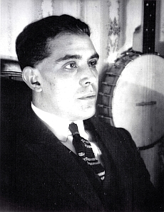 Juan Gris chez lui à Boulogne-sur-Seine en juillet 1922. (c) Rue des Archives \/ Tal