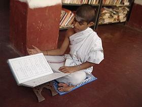L'apprentissage des Veda est très important en Inde. Il permet l'accession à la connaissance éternelle.