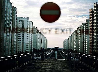Photographie de Françoise Huguier, Projet «Vertical \/ Horizontal, Intérieur \/ Extérieur. Singapour – Kuala Lumpur – Bangkok «Middle classes» en Asie du Sud-Est à l'aube du XXIe siècle», prix de photographie de l'Académie des beaux-arts-Marc Ladreit de La charrière 2011