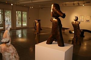Scupture de Wang Keping (premier plan), Biennale de Sculpture de Yerres, septembre 2011