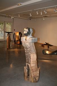 Denis Montfleur,  Le tribun noir, basalte noir, 2011, 152 X 50 X 40 cm, Biennale de Sculpture de Yerres, septembre 2011
