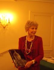 Hélène Carrère d'Encausse présentant le 3ème tome du dictionnaire de l'Académie française