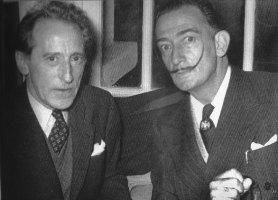Ici en compagnie de Jean Cocteau (élu en 1955 à l'Académie des beaux-arts) avec qui il était très proche pour l'inauguration du Centre Elysées II, actuel Parly II © EJ \/ Canal Académie à l'occasion de l'exposition Dalí à la galerie Artco en décembre 2011