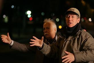 Régis Wargnier et Michel Serrault sur le tournage de  Pars vite et reviens tard, 2007
