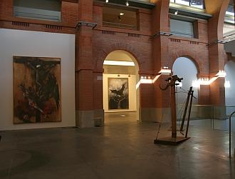 """Toiles et sculpture de Vladimir Velickovic, exposition """"Vladimir Velickovic, les versants du silence"""", Toulouse, Les Abattoirs, 2011"""