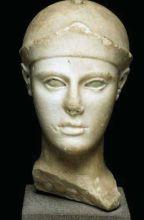 Tête d'Athéna casquée, marbre, Vers 470 - 460