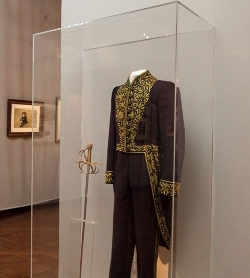 Costume and sword of Andrew Wyeth at the Académie des beaux-arts © Olivier Chatelain