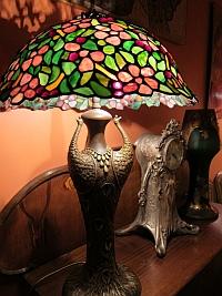Lampe aux paons, collection 1900 de Pierre Cardin, musée Maxim's
