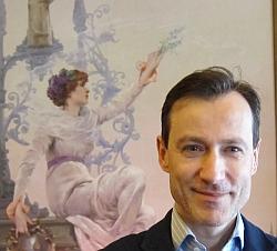 Pierre-André Hélène, directeur de la collection 1900 de Pierre Cardin, musée Maxim's, 2012