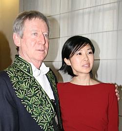 Cérémonie de remise de l'épée d'académicien de Régis Wargnier, lors de son installation au sein de l'Académie des beaux-arts, 1er février 2012, Régis Wargnier et Linh-Dan Pham, actrice d'Indochine (1992) et de Pars vite et reviens tard (2007)