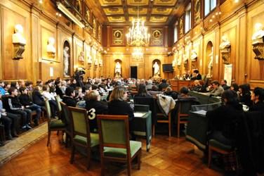 Les enfants avaient investi la Grande salle des séances de l'Institut pour la remise des prix La main à la pâte le 31 janvier 2012